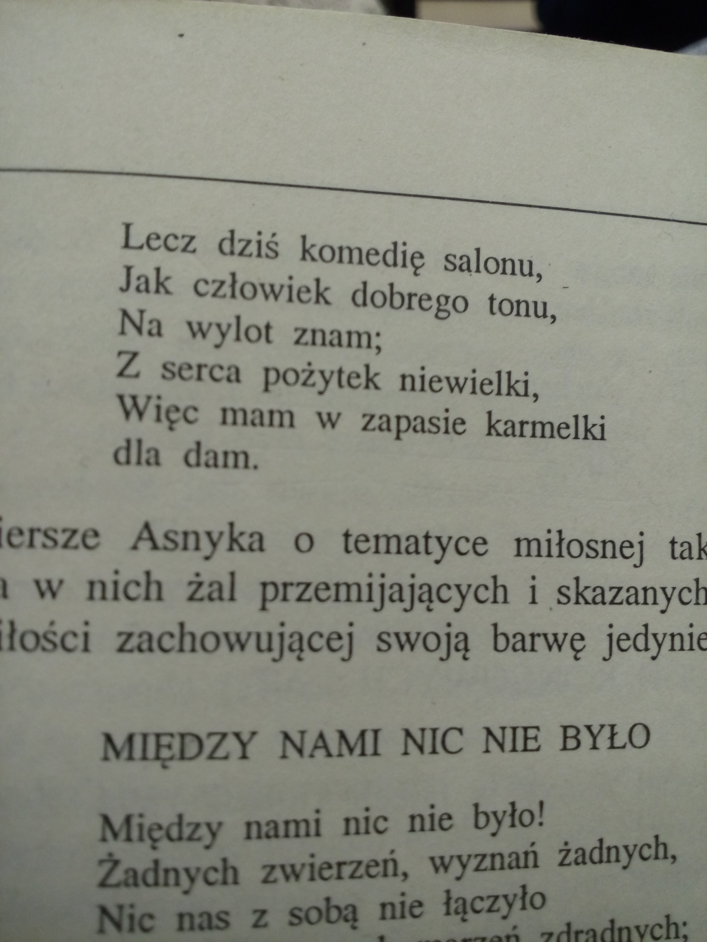 Prosze Pomuc O Z Interpretowac Wiersz Karamelkowy Wiersz